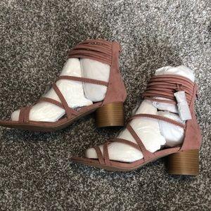 8.5 Mauve Pink Suede Sandals. Never worn